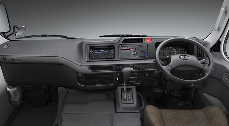 toyota-coaster-2017-mocambique-novo-interior-frontal-automatico